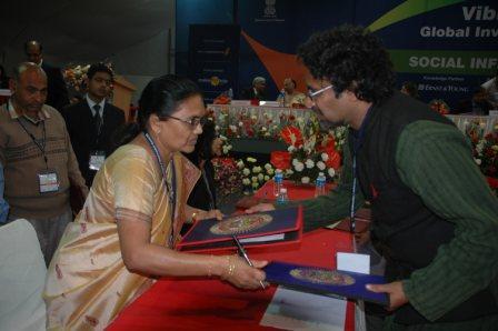 Vibrant Gujarat MOU signing for Schools